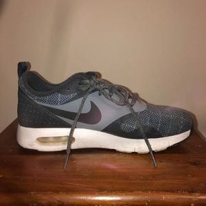2 for 40$ Nike sneakers